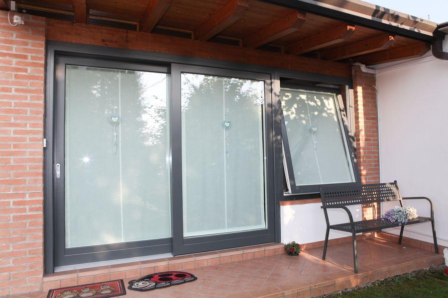 Produzione di finestre vasistas in legno alluminio a villafranca verona - Finestre di legno ...