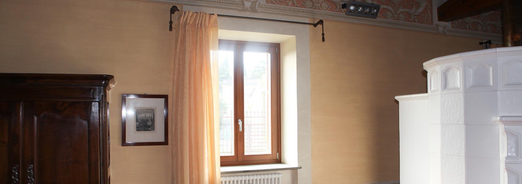 Produzione di finestre vasistas in legno alluminio a villafranca verona - Finestre a bilico verticale ...